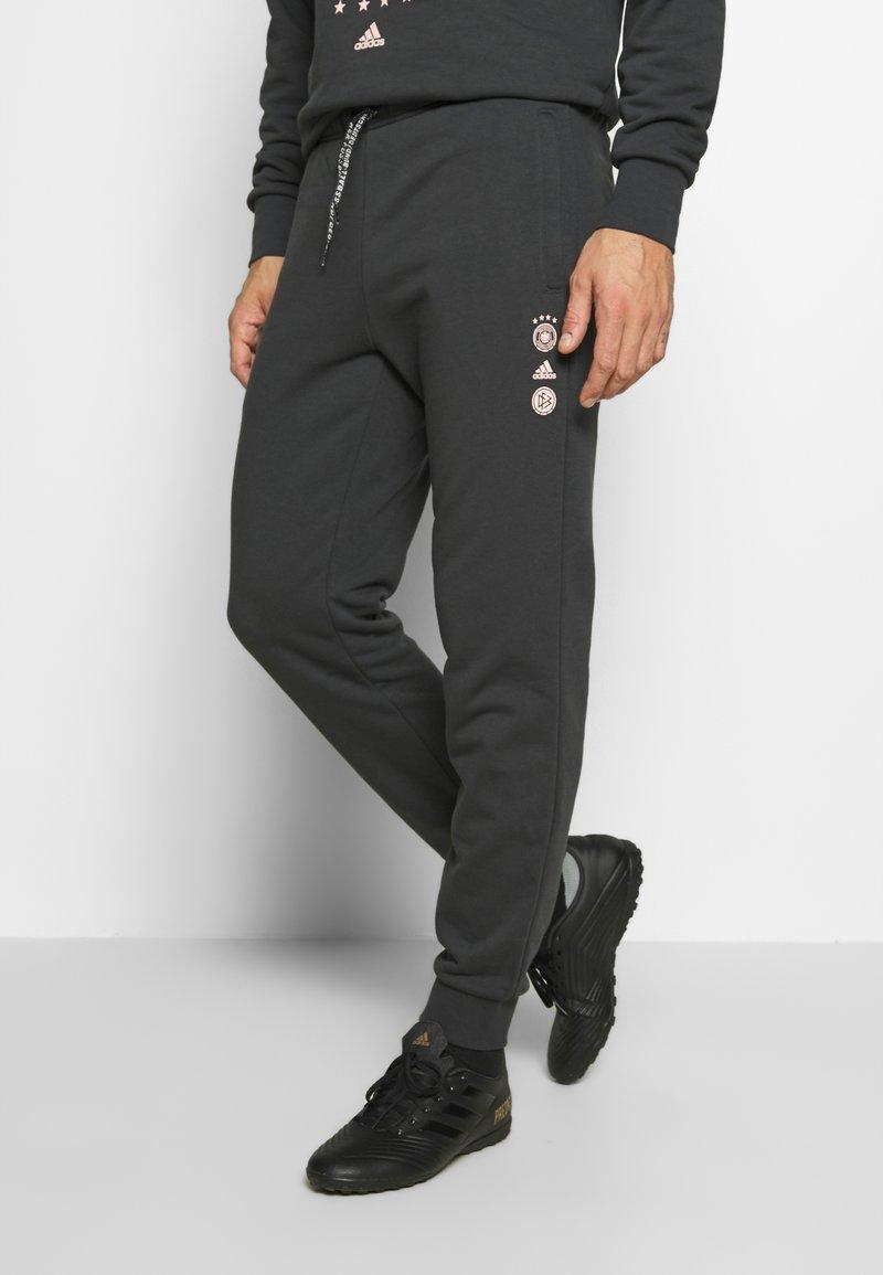 adidas Performance - DEUTSCHLAND DFB SSP SWEATPANT - Koszulka reprezentacji - carbon