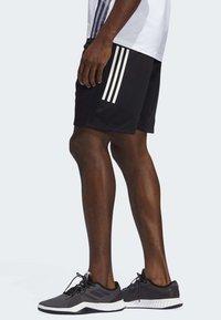 adidas Performance - STRIPES 9-INCH SHORTS - Träningsshorts - black - 3