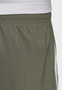 adidas Performance - ESSENTIALS 3-STRIPES CHELSEA SHORTS 7 INCH - Sports shorts - grey - 5