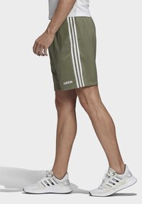 adidas Performance - ESSENTIALS 3-STRIPES CHELSEA SHORTS 7 INCH - Sports shorts - grey - 3