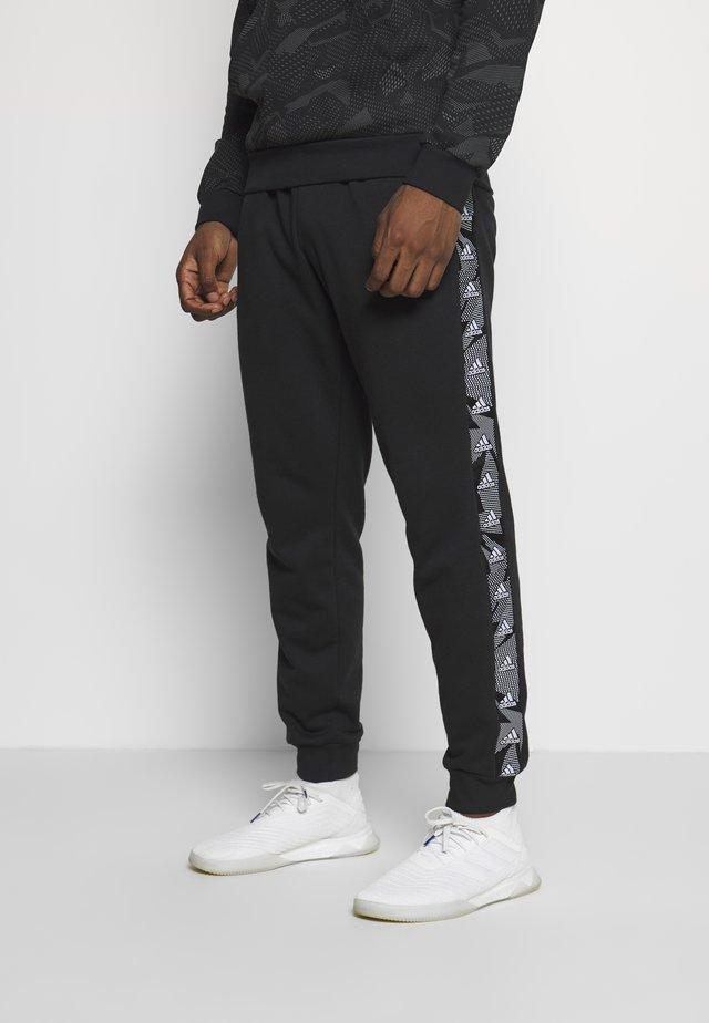 ESSENTIALS TRAINING SPORTS PANTS - Pantalones deportivos - black/white