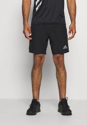 OWN THE RUN - Pantalón corto de deporte - black/signal green