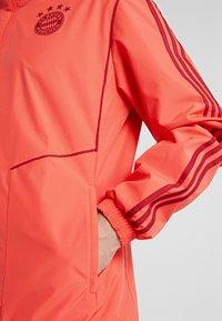 adidas Performance - FC BAYERN MÜNCHEN AW JKT - Fanartikel - bright red/active maroon - 5