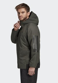 adidas Performance - BACK-TO-SPORTS 3-STRIPES HOODED INSULATED JACKET - Hardloopjack - green - 3