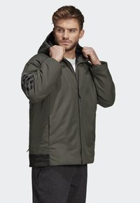 adidas Performance - BACK-TO-SPORTS 3-STRIPES HOODED INSULATED JACKET - Hardloopjack - green