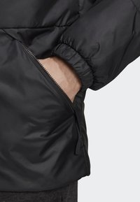 adidas Performance - BSC 3-STRIPES INSULATED JACKET - Chaqueta de invierno - black - 7