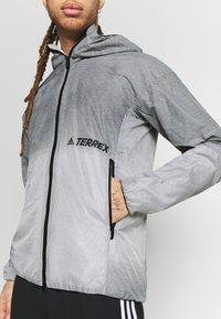 adidas Performance - TERREX WINDWEAVE LIGHT  - Blouson - grey four/white - 3