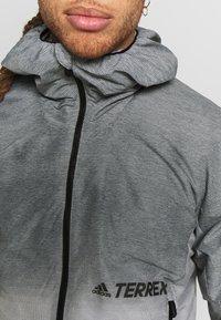adidas Performance - TERREX WINDWEAVE LIGHT  - Blouson - grey four/white - 5