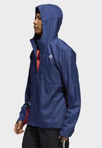 adidas Performance - OWN THE RUN HOODED WINDBREAKER - Veste coupe-vent - tech indigo