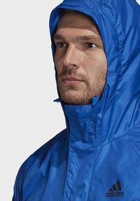 adidas Performance - BSC 3-STRIPES WIND.RDY WINDBREAKER - Veste coupe-vent - blue - 6