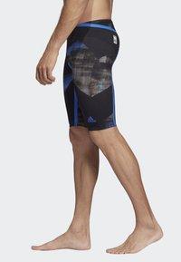 adidas Performance - ADIZERO XVIII FREESTYLE JAMMER - Zwemshorts - black/blue - 2