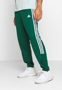 adidas Performance - ATHLETICS TEAM SPORTS TRACKSUIT - Tracksuit - green/white - 3