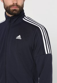 adidas Performance - TEAM SET - Träningsset - active maroon/legend ink/white - 7