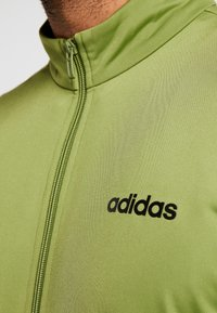 adidas Performance - Trainingspak - olive - 9