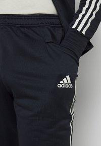 adidas Performance - JUVENTUS AEROREADY SPORTS FOOTBALL TRACKSUIT - Klubové oblečení - legink/orbgry - 6