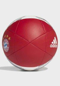 adidas Performance - FC BAYERN CAPITANO FOOTBALL - Fodbolde - red - 1