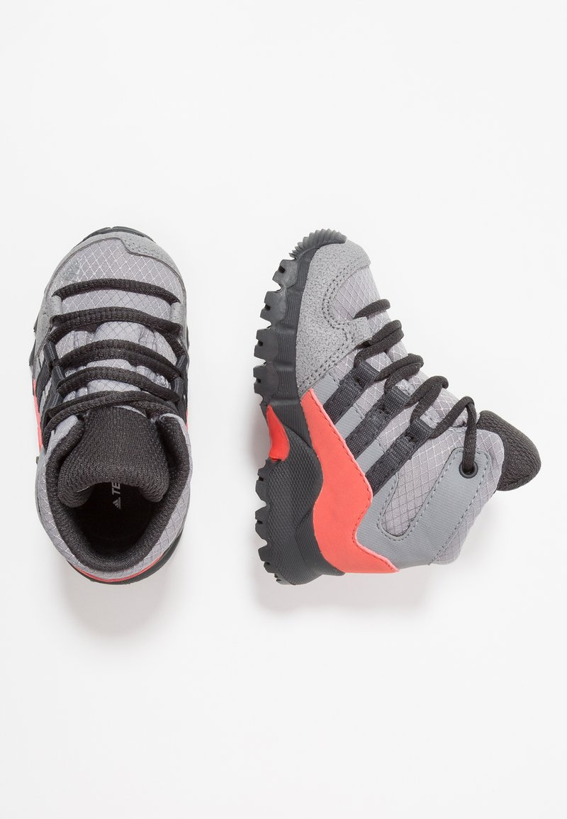 adidas Performance - TERREX RELAXED SPORTY GORETEX MID SHOES - Trekingové boty - grey three/carbon/matt silver