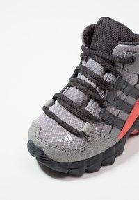 adidas Performance - TERREX RELAXED SPORTY GORETEX MID SHOES - Trekingové boty - grey three/carbon/matt silver - 2
