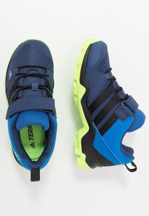TERREX AX2R COMFORT - Hikingschuh - glow blue/core black/signal green