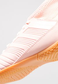 adidas Performance - PREDATOR TANGO 18.3 IN - Zaalvoetbalschoenen - clear orange/trace pink - 2