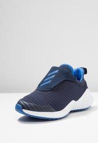 adidas Performance - FORTARUN - Laufschuh Neutral - collegiate navy/blue/footwear white - 2