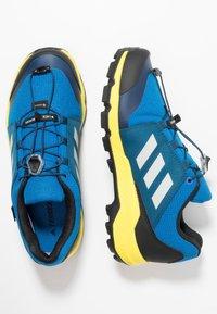 adidas Performance - TERREX GTX - Scarpa da hiking - blue beauty/grey one/shock yellow - 1