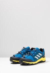 adidas Performance - TERREX GTX - Scarpa da hiking - blue beauty/grey one/shock yellow - 2