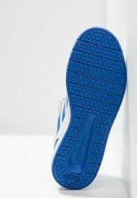 adidas Performance - ALTASPORT CF - Obuwie treningowe - footwear white/blue - 5