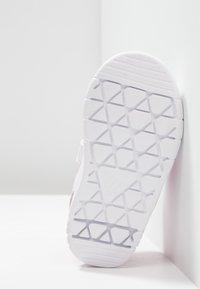 adidas Performance - ALTASPORT CF - Sportschoenen - footwear white/real magenta - 5