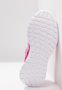adidas Performance - ALTARUN CF - Neutrální běžecké boty - real magenta/footwear white - 5