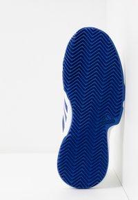 adidas Performance - COURTJAM - Tenisové boty na antuku - offwhite/royal blue/footwear white - 5