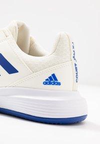adidas Performance - COURTJAM - Tenisové boty na antuku - offwhite/royal blue/footwear white - 2