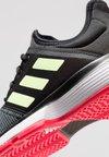 adidas Performance - SOLECOURT XJ - Tennissko til grusbane - core black/hi-res yellow/shock red