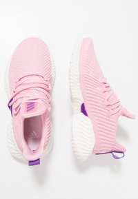 adidas Performance - ALPHABOUNCE INSTINCT - Laufschuh Neutral - true pink/active purple/cloud white - 0