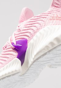 adidas Performance - ALPHABOUNCE INSTINCT - Laufschuh Neutral - true pink/active purple/cloud white - 2
