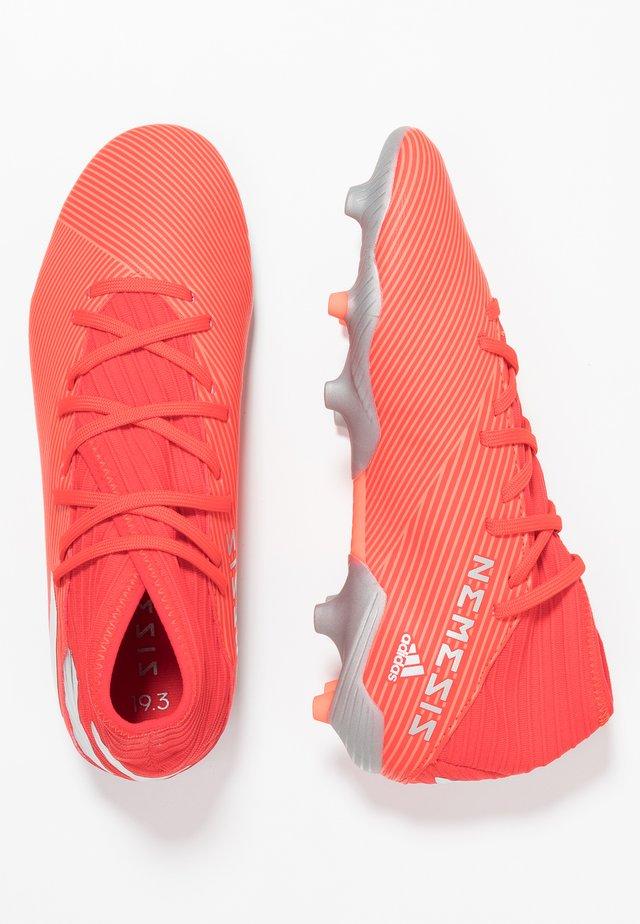 NEMEZIZ 19.3 FG - Fodboldstøvler m/ faste knobber - active red/silver metallic/solar red