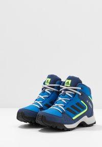 adidas Performance - TERREX HYPERHIKER TRAXION HIKING SHOES - Trekingové boty - glow blue/core black/signal green - 3