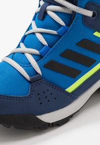 adidas Performance - TERREX HYPERHIKER TRAXION HIKING SHOES - Trekingové boty - glow blue/core black/signal green - 2