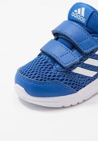 adidas Performance - ALTARUN CF - Obuwie do biegania treningowe - blue/footwear white - 2