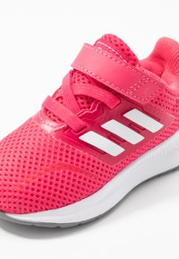 adidas Performance - RUNFALCON - Hardloopschoenen neutraal - real pink/footwear white/grey three - 2