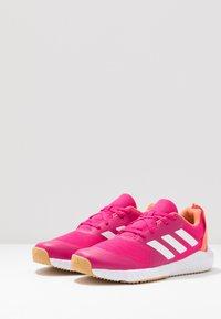 adidas Performance - FORTAGYM - Chaussures d'entraînement et de fitness - real magenta/footwear white/semi coral - 2