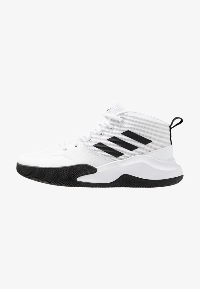 OWNTHEGAME WIDE - Zapatillas de entrenamiento - footwear white/core black