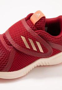 adidas Performance - FORTARUN X CF - Hardloopschoenen neutraal - active maroon/copper metallic - 2