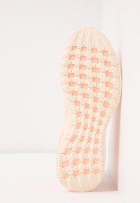 adidas Performance - RAPIDARUN LL KNIT - Scarpe running neutre - ecru tint/glow pink - 4