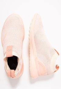 adidas Performance - RAPIDARUN LL KNIT - Scarpe running neutre - ecru tint/glow pink - 1
