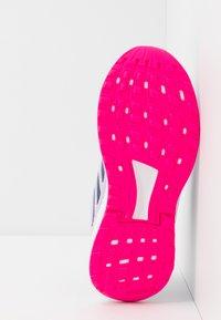 adidas Performance - DURAMO 9 - Obuwie do biegania treningowe - purple tint/tech indigo/shock pink - 5
