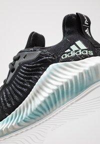 adidas Performance - ALPHABOUNCE+ PARLEY - Hardloopschoenen neutraal - core black/green/footwear white - 2