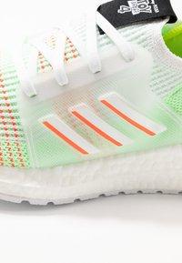 adidas Performance - ULTRABOOST 19 - Hardloopschoenen neutraal - footwear white/solar red/solar yellow - 5