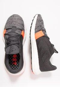 adidas Performance - SENSEBOOST GO - Hardloopschoenen neutraal - grey six/core black/solar red - 0