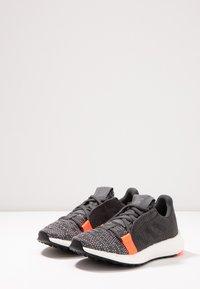 adidas Performance - SENSEBOOST GO - Hardloopschoenen neutraal - grey six/core black/solar red - 3